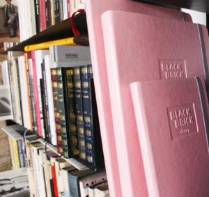 růžový zápisník, růžový diář