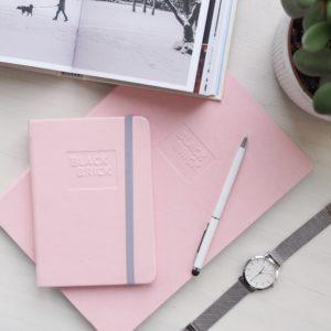 Růžový zápisník a kapesní diář